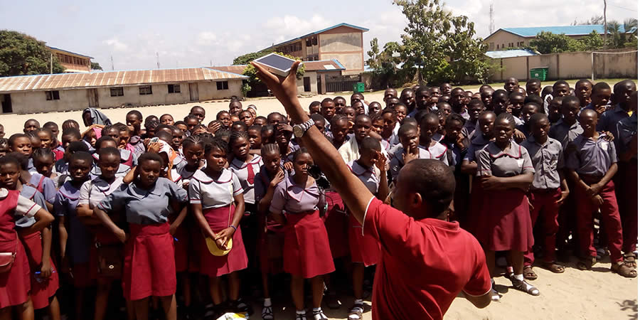 "CPEEL Student Drive ""Project Reward Excellence"" by Donating Solar Lamps to Vulnerable Children"